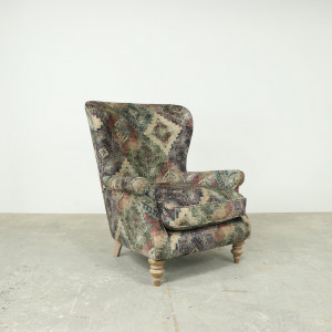Non Buttoned Wing Chair