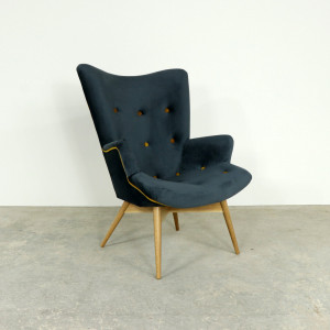 Retro Buttoned Chair