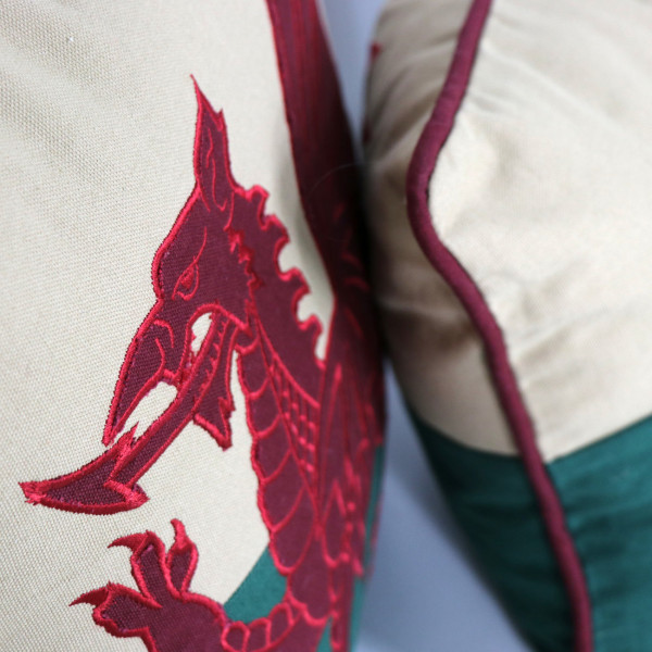 "18"" x 18"" Welsh Flag Cushion"